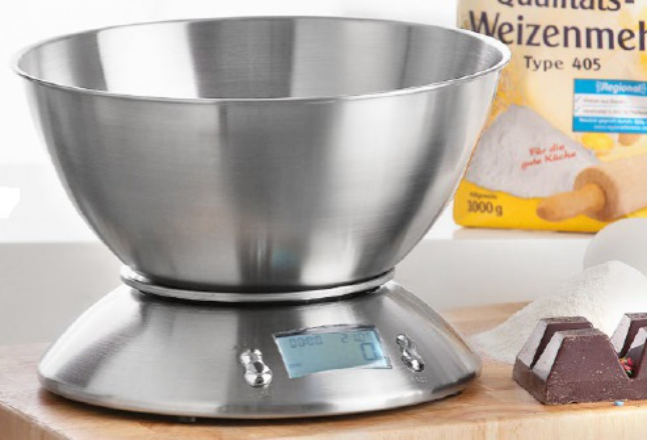 Kitchen scale with weighing pan